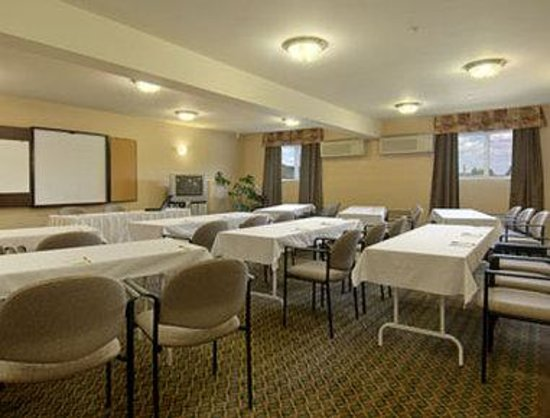 Super 8 Hotel -  Sainte Agathe des Monts : Meeting Room