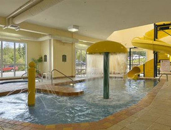 Super 8 Hotel -  Sainte Agathe des Monts : Pool