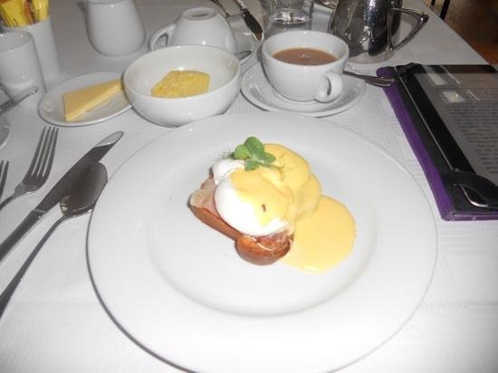 The Ice House Hotel : Delicous eggs benedict for breakfast.