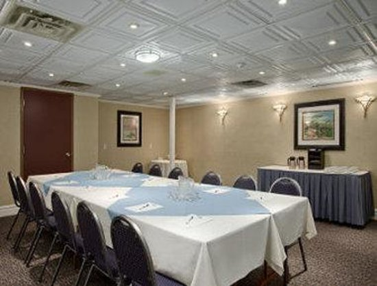 Travelodge Hotel Pembroke: Board Room