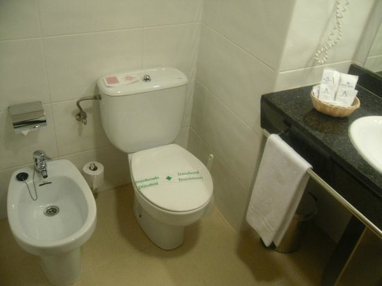 Aqua Hotel Aquamarina: 2 wc&#39;s