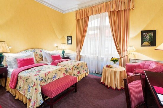 Hotel Le Palais Prague: Deluxe Twin Room