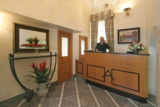 Hotel Arcangelo: Reception