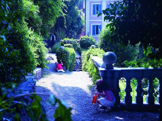Children at the Hotel De Russie