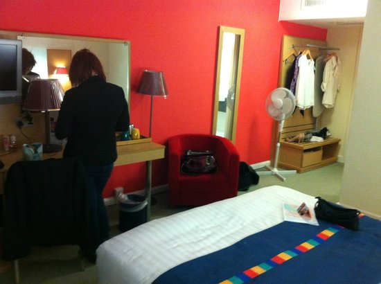 Park Inn by Radisson Cardiff City Centre: Spacious room 126