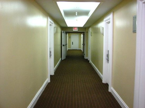 La Flora: hallway