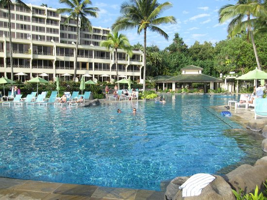 St. Regis Princeville Resort: pool and hotel