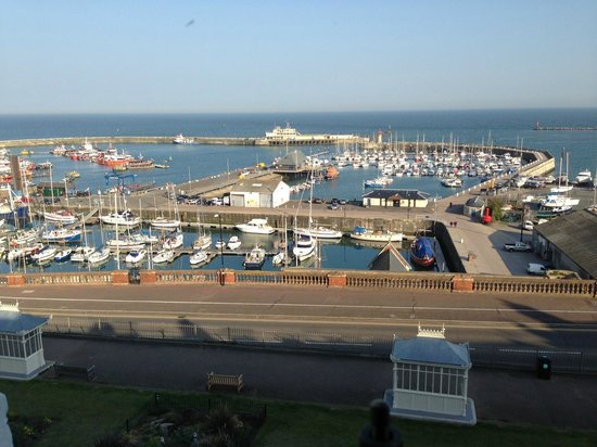 Royal Harbour Hotel: Genuine view from single cabin en suite
