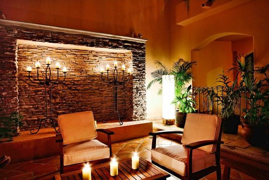 Acanto Boutique Hotel: Magical Candle lit sitting areas