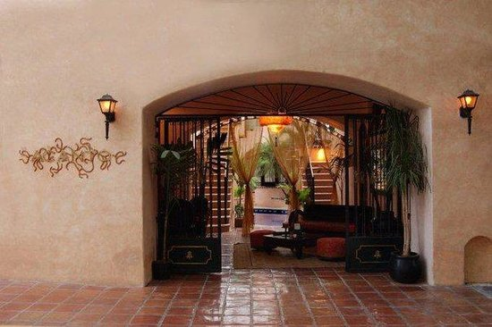 Acanto Boutique Hotel: Private And Gated Entrance