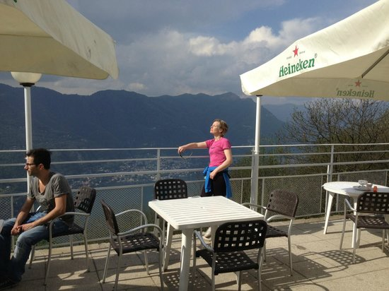 Brunate, Italien: terrace and view  eat ouside!!
