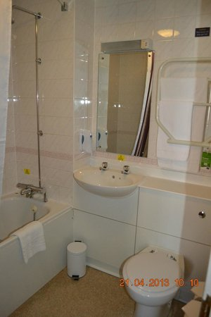 Premier Inn Edinburgh City Centre - Haymarket: Bathroom