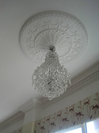 Brownes International Hotel: Chandelier