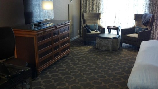 The Fairmont Dallas: bedroom area