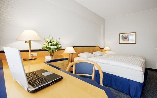 Holiday Inn Hamburg: Double Bed Guest Room