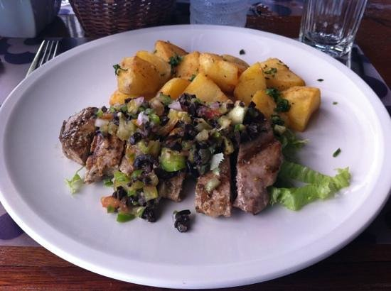 Le Phare Bleu Marina & Resort: seared tuna, tapenade and sautéed potatoes