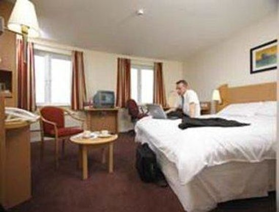 Days Hotel Belfast: King Guest Room