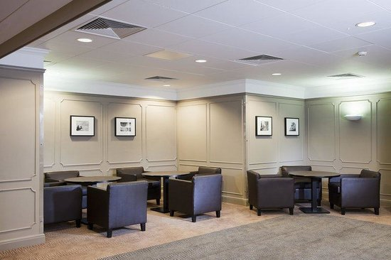 Holiday Inn London - Mayfair: Exclusive lobby area of the Stratton suite