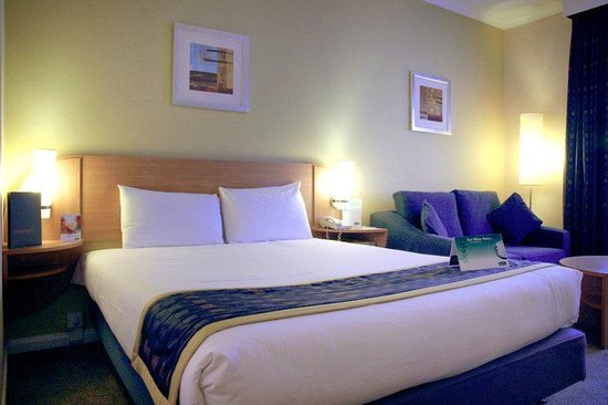 Holiday Inn London - Brent Cross: Standard Double Bed With Sofa