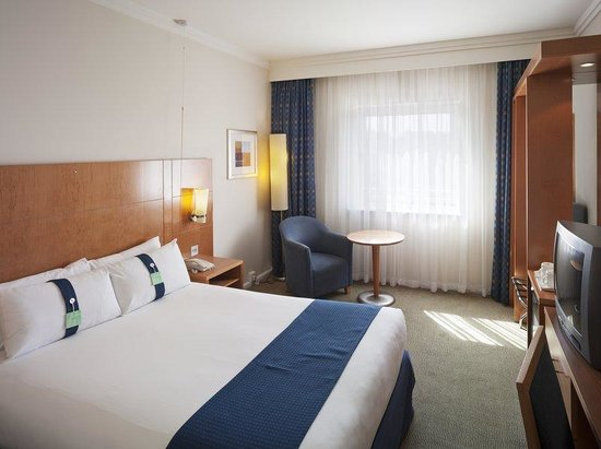 Holiday Inn London - Brent Cross: Accessible Guest Room