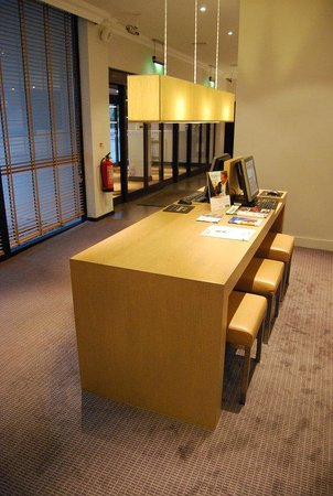 Holiday Inn Bristol - Filton: Business Desk with internet Computers