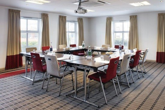 Holiday Inn Express Bristol - North : Holiday Inn Express Bristol North's meeting room facilities