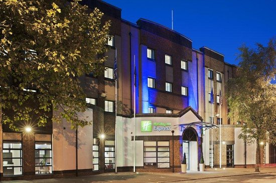 Holiday Inn Express Belfast City Queens Quarter: Hotel Exterior Night View