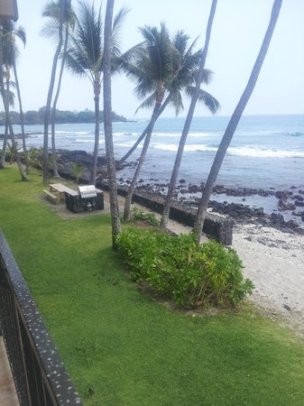 Kona Bali Kai: Looking South, BBQ and Surf...