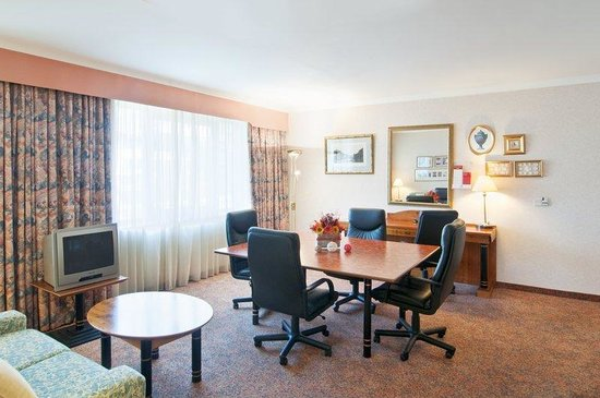 Holiday Inn Vienna - South: Executive Suite