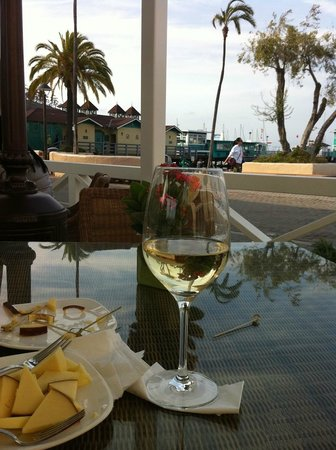 Pavilion Hotel : some wine and some cheese at 4.30 - 5,30 PM. 
