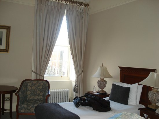 Hotel Meyrick: Third floor room
