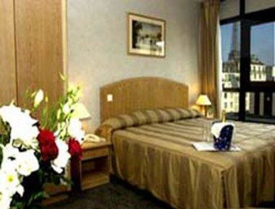 Ramada Paris Tour Eiffel : Guest Room