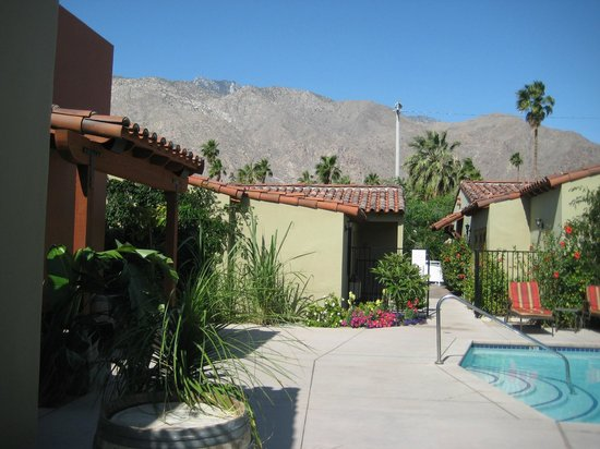 Los Arboles Hotel : View of some rooms and mountains in background 