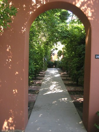 Los Arboles Hotel : Entrance to El Mirasol Restaurant 