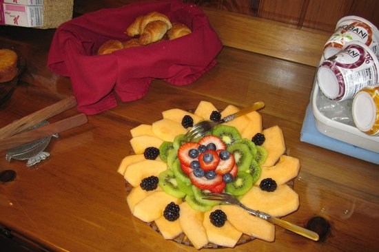 Inn on the Sound: Exquisite Fruit Presentation