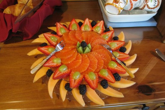 Inn on the Sound: Delicious Morning Fruit Display.