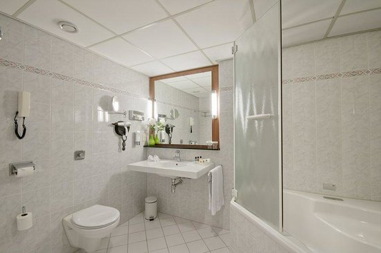 Holiday Inn Amsterdam : Guest Bathroom