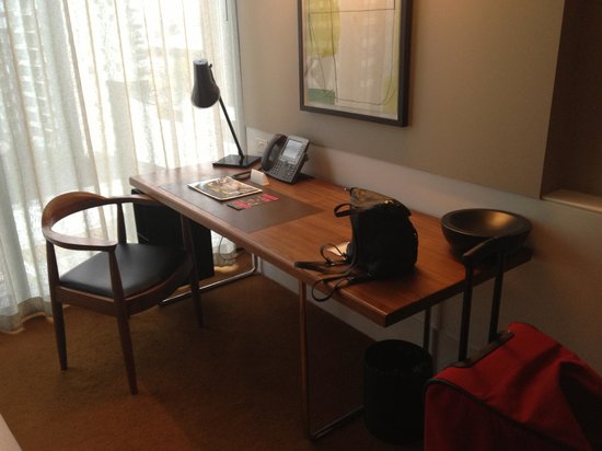 Crown Metropol Melbourne: Desk Area