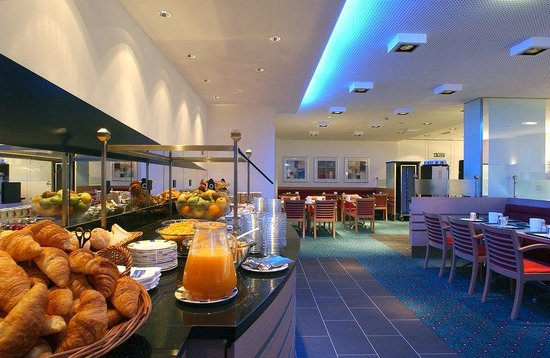 Holiday Inn Express Geneva Airport: Breakfast Room