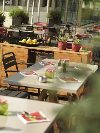 Swissotel Zurich: Summer terrace at the marketplace