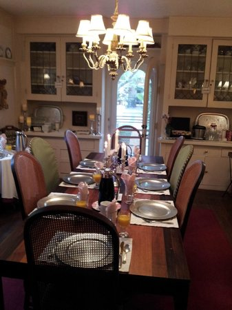 The Bed and Breakfast Inn at La Jolla: The table set for breakfast