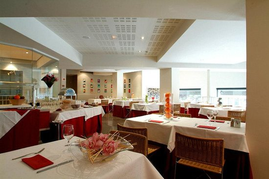 Amister Hotel: Restaurant