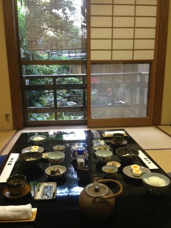 Kikokuso: View of breakfast overlooking the inner garden