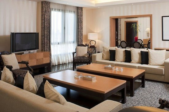 Holiday Inn Kuwait Downtown: Spacious dining and entertaining areas