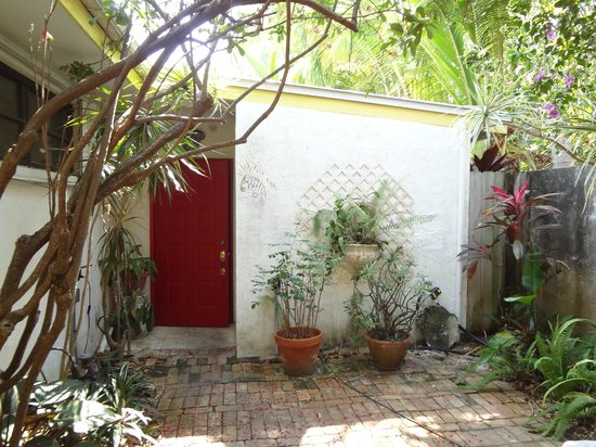 Casa Thorn Bed & Breakfast: Front door to Secret Garden