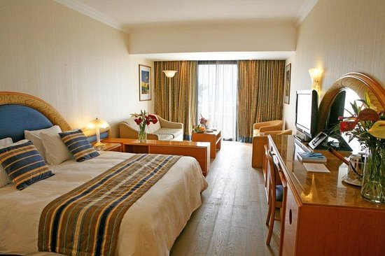 Amathus Beach Hotel Paphos: Privilege Junior Suite, Sea View, Wooden Floor