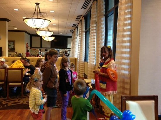 Embassy Suites Riverwalk: Extra entertainment during the manager reception