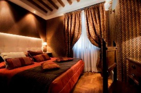 The Inn At The Spanish Steps: Guest Room G