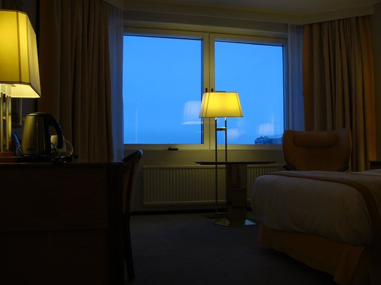 Hilton Helsinki Strand: Window overlooking the Baltic.