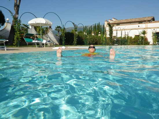 Villa Zuccari: Awesome pool, uncrowded in June.